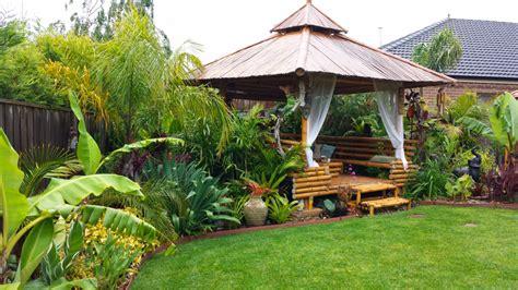 daniels tropical garden  australia finegardening
