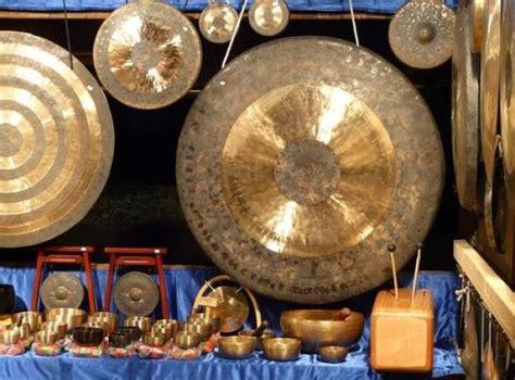 Di jawa tengah, anda bisa menemukan berbagai macam alat musik tradisional yang hingga saat ini masih digunakan. Alat Musik Tradisional Jawa Tengah Beserta Penjelasannya Terlengkap