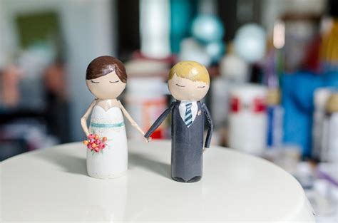 diy tutorial    diy hand holding peg people cake