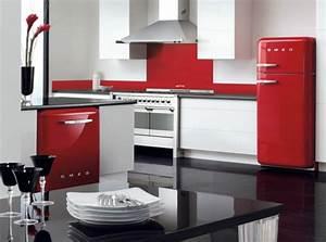 Roter Retro Kühlschrank : der smeg k hlschrank eine designikone in 50er jahre style ~ Markanthonyermac.com Haus und Dekorationen
