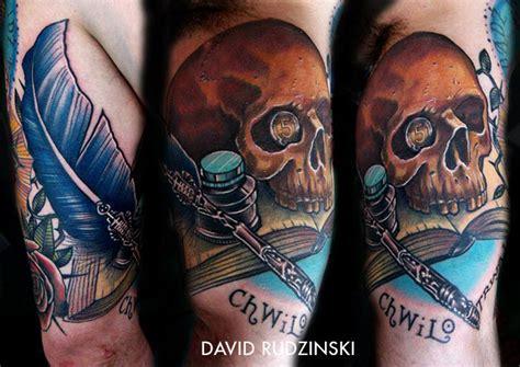 tatouage tete de mort avec  encrier  une plume inkage