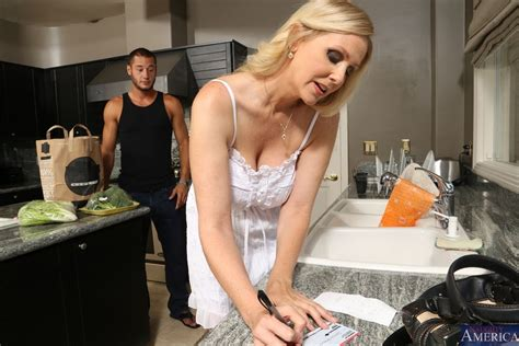 Hot Milf Julia Ann Gets Banged Hard In The Kitchen Naughty America 16 Pictures