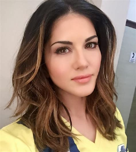 10 Hot Pictures Of Sunny Leone That Prove She Deserves 4