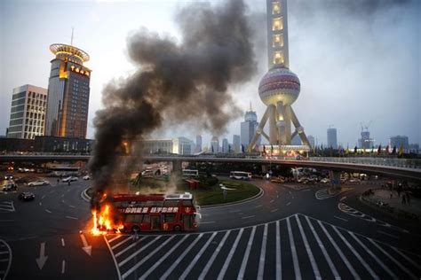 double decker bus caught fire  shanghaichinadailycomcn