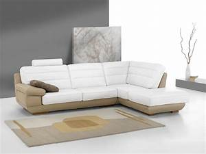 salon moderne design photo With tapis yoga avec canapé en cuir design italien