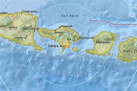 bali earthquake terrified people run  streets
