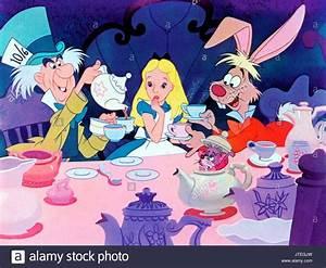 Hase Alice Im Wunderland Kostüm : mad hatter alice m rz hase alice im wunderland 1951 stockfoto bild 152755089 alamy ~ Frokenaadalensverden.com Haus und Dekorationen