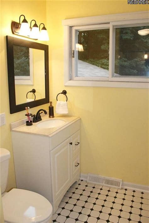 black and yellow bathroom yellow and black bathroom 144 projects pinterest black bathrooms bathroom and its always