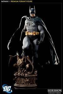 Sideshow Collectibles Premium Format Batman 01