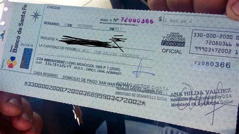Denuncian al gobierno provincial por reparto de cheques ...