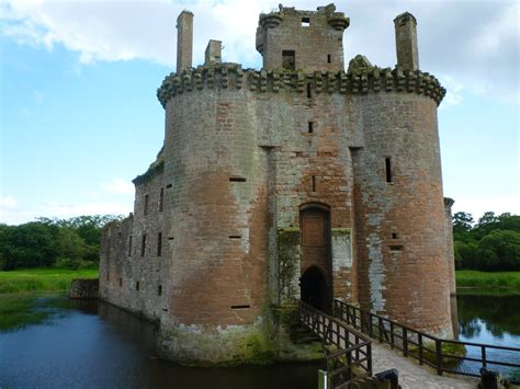 bridge kitchen caerlaverock castle medal