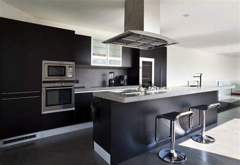 cuisine modele glace noir mat design et élégant idées déco pas cher marseille décoration