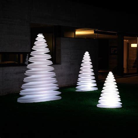 sapin de noel exterieur lumineux idee deco 187 sapin lumineux exterieur 1000 id 233 es sur la d 233 coration et cadeaux de maison et de