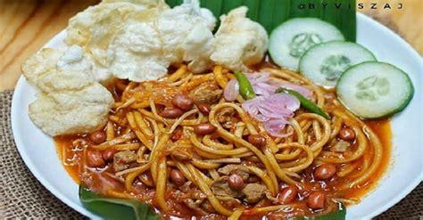 Kalau mampir ke restoran masakan china, biasanya kita juga bisa menemukan mie goreng. 5 Resep Mie Aceh Terpopuler, Mudah Dimasak dengan Rempah Asli