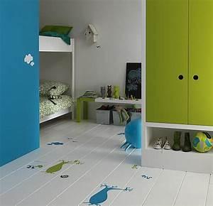 decorer un parquet au pochoir dans une chambre d39enfant With parquet chambre enfant
