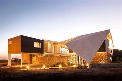 casa piscucha mesmerizes   sculptural roof
