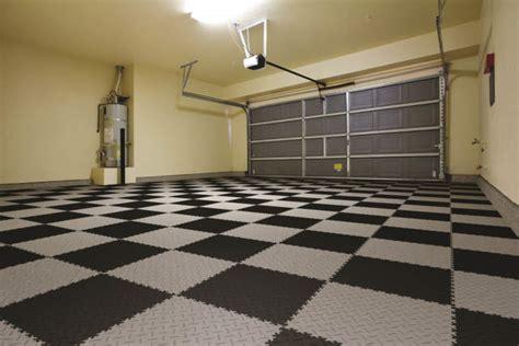 piastrelle per box auto pavimenti per garage e box auto il segreto 232 il pvc