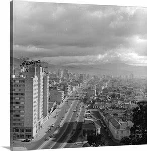 Avenida 10, the main thoroughfare of the Colombian capital ...