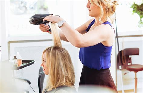how much should you tip your hairstylist and other hair