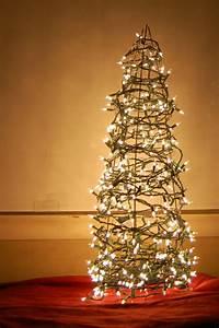 Weihnachtsbaum Aus Draht : weihnachtsbaum basteln 24 unglaublich kreative diy ideen ~ Bigdaddyawards.com Haus und Dekorationen