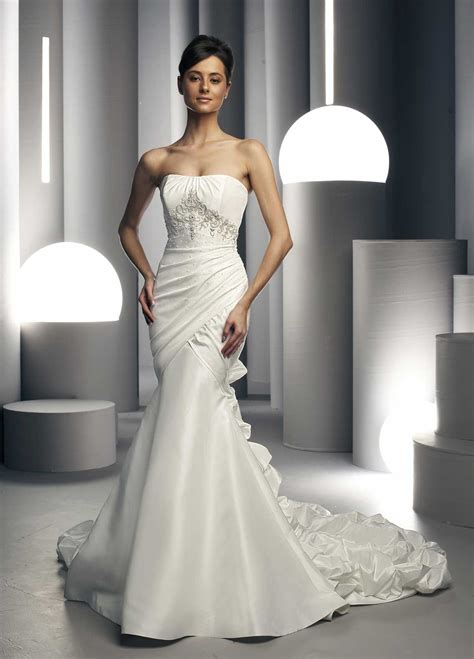 white wedding dresses hairstyles and fashion