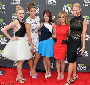 floral bands mtv awards 2013 awkward greer grammer makes