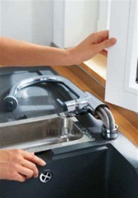 robinet cuisine escamotable sous fenetre robinet rabattable fenêtre pour évier cuisine mon robinet