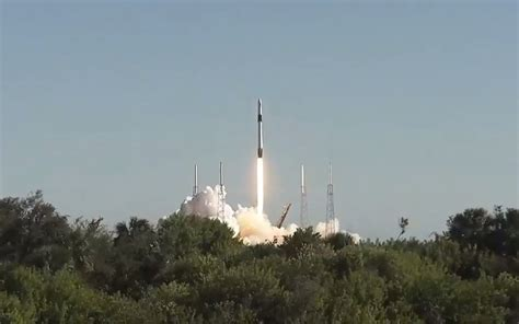 SpaceX Launches Dragon Cargo Ship to Space Station, But ...