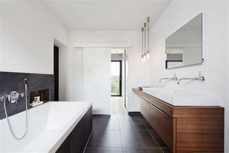 Badezimmer Fliesen Grau Mit Doppelwaschtisch Holz