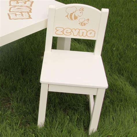 chaise abeille but chaise d 39 enfant personnalisée en bois abeille