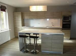 cuisine blanche et bois avec ilot With cuisine equipee avec ilot central