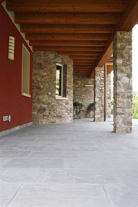 Pavimenti In Pietra Esterni by Pavimenti In Pietra Naturale Per Esterni Cortili E