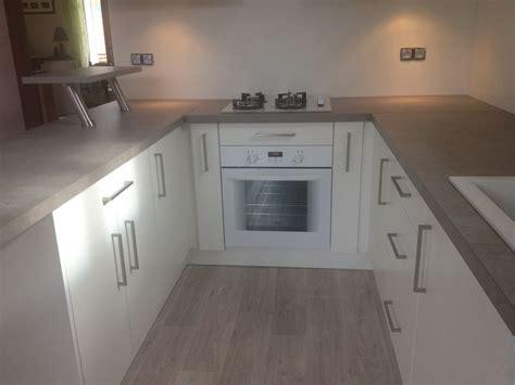 porte de cuisine sur mesure porte et aménagement de placard de cuisine sur mesure