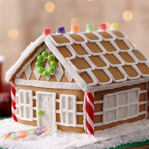 christmas gingerbread house cottage wilton