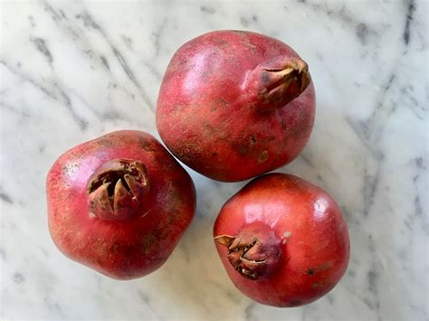 how to eat pomegranate how to seed and eat a pomegranate