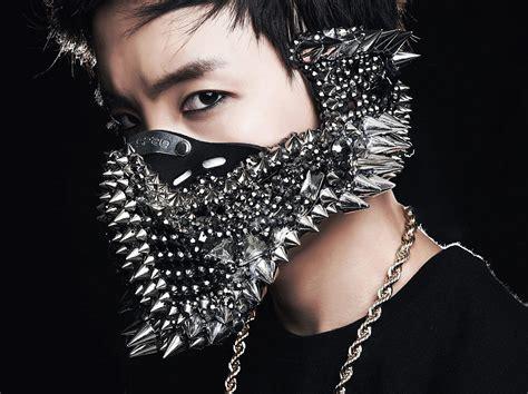 shocking face masks worn   pop idols
