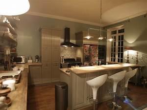 Deco cuisine avec bar for Deco cuisine avec modèle de chaises design