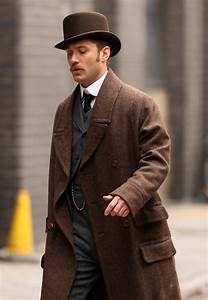 Jude Law in Stars On The Set Of 'Sherlock Holmes' In ...