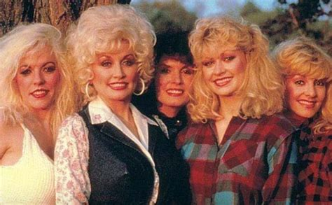 how many brothers and does dolly parton things most fans didn t know about dolly parton