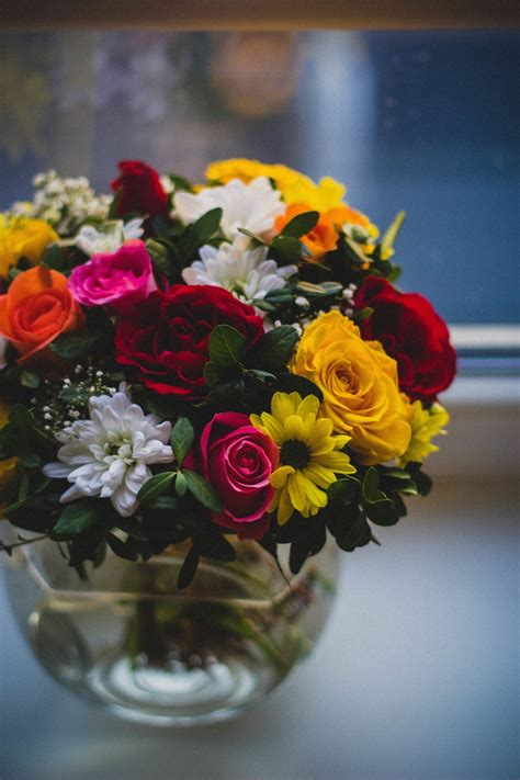 Tulpenstrauß In Vase by Top 10 Best Anniversary Gifts For Couples