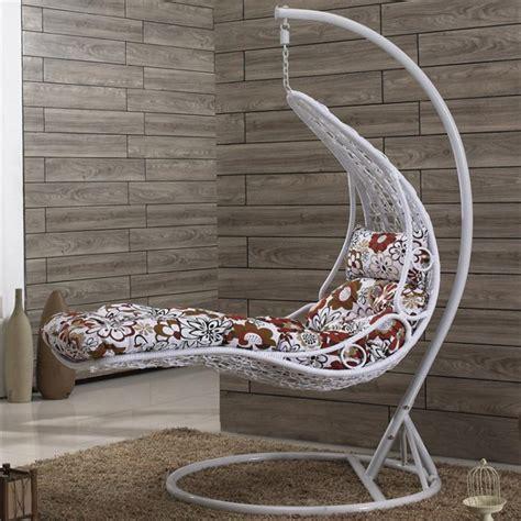 chaise hamac avec support la chaise hamac variantes d 39 assises suspendues archzine fr