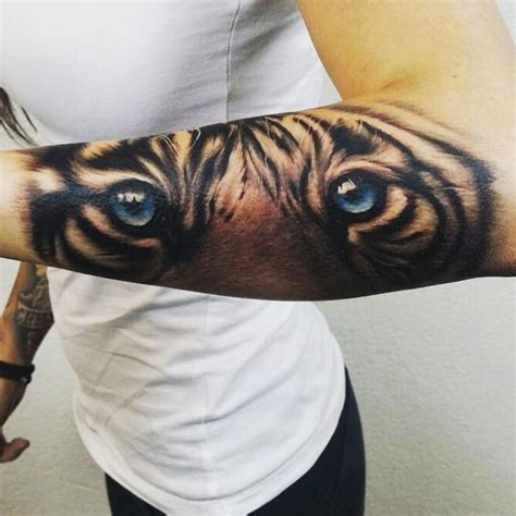 tatouage avant bras interieur homme 1000 ideas about on tattoos of lions design and