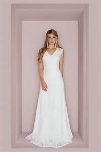 Brautkleid Mit Farbe : brautkleid r ckenfrei schmales spitzenkleid mit extravagantem r cken ~ Frokenaadalensverden.com Haus und Dekorationen