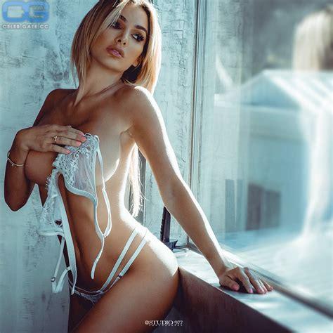 Lina Rafn  nackt