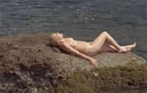 Juliette Mills  nackt