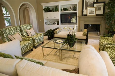 And White Chairs Living Room by 47 Beautifully Decorated Living Room Designs