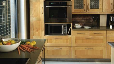 r駭ovation d armoires de cuisine rénovation d armoire de cuisine pictures to pin on