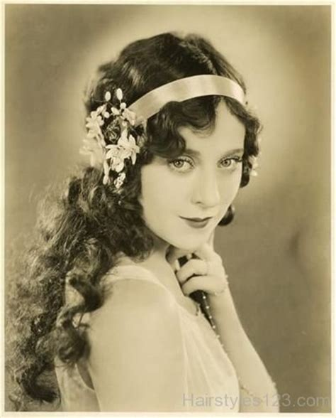 1920 Hairstyles For Curly Hair by 1920s Beautiful Curly Hairstyle