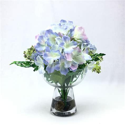 ดอกไฮเดรนเยียจัดในแก้วใสทรงพานพุ่ม