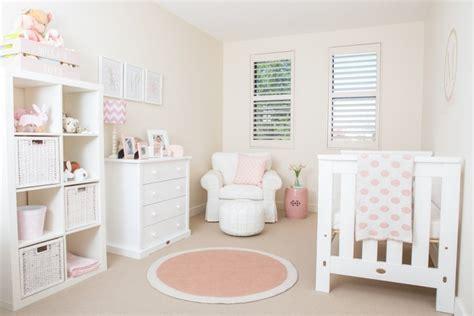 mur chambre bébé décoration chambre bébé en 30 idées créatives pour les